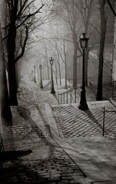 Paris by Night (Les escaliers de Montmartre) - 1930 - Photo by George Brassaï - http://www.atgetphotography.com/The-Photographers/BRASSAI.html