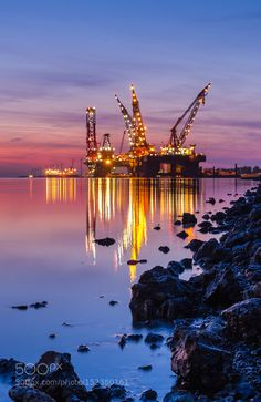 Thialf Heerema by RobBout Oil Rig Jobs, Free Powerpoint Presentations, Waste To Energy, Petroleum Engineering, Oil Platform, Drilling Rig, Oil Industry, Crude Oil, Desert Plants