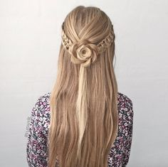 Tieback with a rosette by Nina Starck