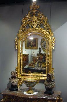 Miroir Italien à parcloses en bois doré, 17e siècle