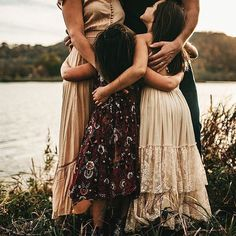 We are loving this session captured by Mandi Johnson Photography! The neutral to... - Fashion Blog - #familyphotooutfits We are loving this session captured by Mandi Johnson Photography! The neutral to... - Fashion Blog -