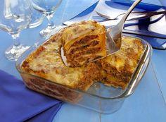 Para o almoço do fim de semana ficar mais especial, que tal apostar nesta lasanha com massa de pastel e carne moída? Veja os ingredientes: