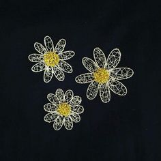 Wire daisy brooches