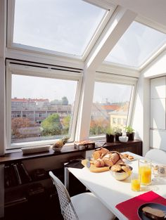This large roof window combination opens up this cosy kitchen to an amazing roof-top view. Placed at two different angles, these four roof windows fit the shape of the mansard roof perfectly.