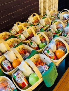Individual picnic baskets at SCAD event Picnic Lunches, Picnic Foods, Picnic Recipes, Picnic Ideas, Charcuterie Recipes, Charcuterie And Cheese Board, Comida Picnic, Party Food Platters, Picnic Time