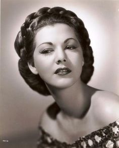 Maria Montez, a Dominican actress in Hollywood. 1940s Hairstyles For Long Hair, Side Bun Hairstyles, Updo Hairstyle, Prom Hairstyles, Old Hollywood Glamour, Vintage Hollywood, Classic Hollywood, Hollywood Divas, Hollywood Actresses