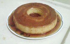 Ingredientes: Calda: , 1 e 1/2 xícara de açúcar refinado , 1/2 copo de água , Use uma forma de furo no meio , Para o pudim: , 4 pães amanhecidos ( picado a mão mesmo) , 2 xicaras de leite integral , 1 lata leite moça , 4 ovos , 1 colher (sopa) de amido de milho , 1 colher cheia de manteiga , 3 colheres de açúcar ,