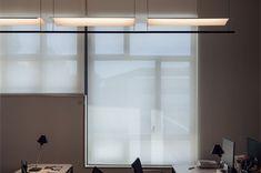 Para aquellos que buscan la pureza y la simplicidad llega a BioscaBotey la lámpara colgante LÁMINA, de Antoni Arola para Santa&Cole. Santa Cole, Curtains, Lights, Lima, Home Decor, Pendant Chandelier, Art, Blinds, Limes