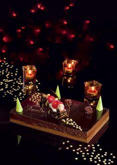Traîneau. Amateurs de chocolat, ce dessert est pour vous ! Avec ce magnifique gâteau, la magie de Noël s'invite à votre table.  Génoise, ganache et bavaroise chocolat, croquant chocolat au lait.