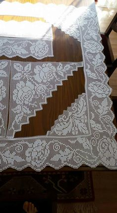 This Pin was discovered by sev Filet Crochet, Crochet Stitches, Crochet Patterns, Ribbon Embroidery, Cross Stitch Embroidery, Romanian Lace, Crochet Tablecloth, Chrochet, Beading Tutorials