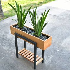 Enjoy this modern twotone raised planter in your home or office This planter will make a great addition at any entry, patio, and even living room At first glance, the legs might be confused for metal, but it& all wood - diy-home-decor Modern Plant Stand, Diy Plant Stand, Plant Box, Outdoor Plant Stands, Metal Plant Stand, House Plants Decor, Plant Decor, Wood Projects, Woodworking Projects