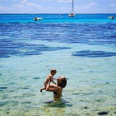 Take. Us. There. Now. What an absolutely gorgeous shot! Thanks for sharing @familytraveladdict.be!! Looks like you guys had an amazing time!! #bebevoyage #familytravel #familyadventures #havebabywilltravel #moorea #frenchpolynesia #crystalclearwater #takeuswithyou