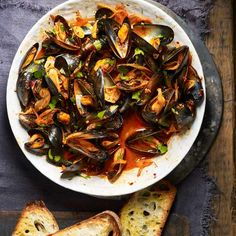 Lift a bowl of mussels with punchy 'nduja and the light aniseed flavour of fennel seeds in this triple-tested recipe for quick dinner ready in 25 minutes Baked Mussels, Steamed Mussels, Midweek Meals, Easy Meals, Easy Mussels Recipe, Mussels Marinara, Cooking Mussels, Curry Spices, Seashells