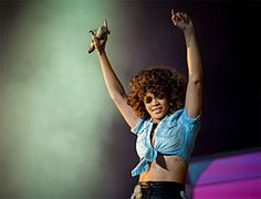 Rihanna's Awesome Performance on SNL