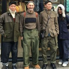 Vintage shopping one week ago in Tokyo with Big Ears , she's wearing WOMANS Authentic Cameraman and Lybro denim dungarees . Met by chance in the street two nett young 20 year old Cabourn fans wearing Mallory jacket and army pant and. Workwear Fashion, Mens Fashion, Nigel Cabourn, Army Pants, Style Masculin, Retro Mode, La Mode Masculine, Denim Dungarees, Mode Style