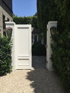 Pretty entrance to backyard with solid doors and French gravel Outdoor Rooms, Outdoor Gardens, Outdoor Living, Outdoor Decor, Fence Design, Garden Design, Garden Gates And Fencing, Villa, Front Yard Fence
