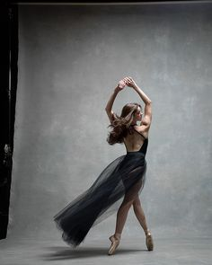 Dance photography and interviews with the leading dancers - both ballet and modern dance. Photographers Deborah Ory and Ken Browar. Dance Photography Poses, Dance Poses, Dance Photo Shoot, Dance Photoshoot Ideas, Dance Project, American Ballet Theatre, Ballet Theater, Dance Movement, Ballet Beautiful