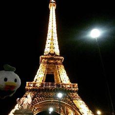 A Torre Eifel fica ainda mais bonita à noite  ------- The Eifel Tower is even more beautiful at night  by donaldviajante Eiffel_Tower #France