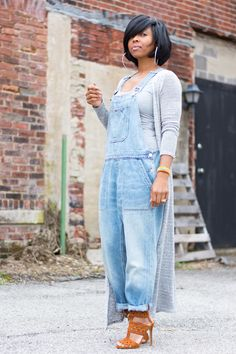 How to rock the casual chic look Denim Fashion, Look Fashion, Autumn Fashion, Spring Fashion, 40s Fashion, European Fashion, Fashion Styles, Fashion Brands, Fashion Online