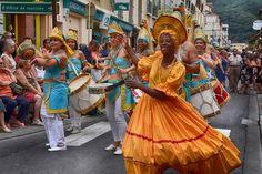 https://flic.kr/p/KnfvPq | 74ème Festival Folklorique International Danses et Musiques du Monde | N'hésitez pas à consulter notre site internet www.tourisme-amelie.com  Dès le début du 20° siècle et notamment lors des fêtes du Carnaval, un groupe de jeunes gens et de jeunes filles exécutait dans les rues de la ville des danses folkloriques catalanes.  Jean TRESCASES, fondateur des Danseurs catalans d'Amélie les bains en 1935, créa en 1936 un festival folklorique des provinces françaises.  Et…