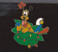 DISNEY 2002 CAST CHRISTMAS HOLIDAY PARTY PLUTO TANGLED IN LIGHTS PIN LE 2000