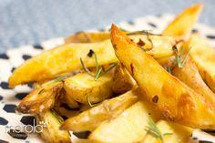Estas Batatas assadas e incrivelmente douradas são sucesso aqui em casa. Batatas assadas com alecrim e pimenta. Delicia!
