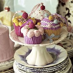 knitted-cupcake-decorations