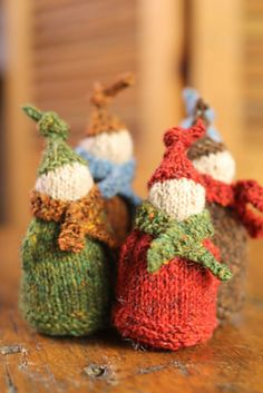 Jolly Wee Elf by Churchmouse Yarns and Teas   http://www.ravelry.com/patterns/library/jolly-wee-elf