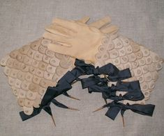 Antique gauntlet gloves