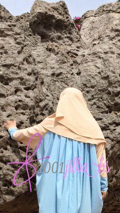 Detalle de las mangas y de los pliegues de la abaya Hidaya.