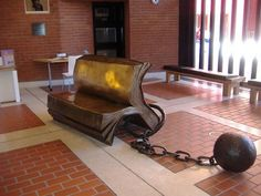 Sculptured book bench at the British Library.