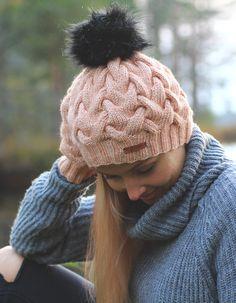 Handknitted Merino wool winter hat #Zizterz #KnitZizterz #Knitted #LightPink #Pastel #Knitwear #Handmade #FauxFur