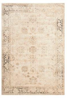Fixer Upper, S3/E5 ~ Similar rug on dining room floor #fixerupper #fixerupperstyle