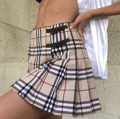 Burberry Skirt, Burberry Plaid, Plaid Skirts, Cheer Skirts, Mini Skirts, Pleated Skirt Outfit, Skirt Outfits, New Fashion, Korean Fashion