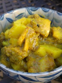 How to Make Jamaican Curried Chicken - Orginal Jamaican Recipes Baked Chicken With Vegetables, Chicken Salad With Apples, Jamican Recipes, Healthy Chicken Recipes, Cooking Recipes, Jamaican Dishes, Jamaican Cuisine, Caribbean Recipes, Caribbean Food