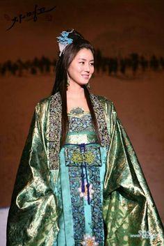 """.Queen Hanbok """"Princess Jamyeon Go""""."""
