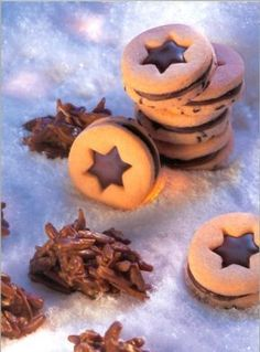 Sternen-Fenster Rezept: Weihnachtliche Plätzchen mit Schokoladen-Füllung - Eins von 7.000 leckeren, gelingsicheren Rezepten von Dr. Oetker!