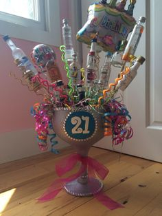 Vicky's birthday alcohol bouquet Source by Uploaded by user 21st Birthday Presents, 21st Birthday Cakes, Cute Birthday Gift, Birthday Gift Baskets, 21st Gifts, Birthday Diy, Diy Gifts, Birthday Ideas, Birthday Bouquet