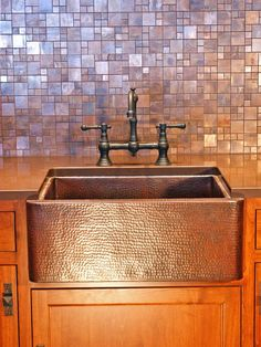 Decor & Tips: Copper Farmhouse Sink And Bridge Faucet With Copper Backsplash Also Laminate Countertops And Peel And Stick Backsplash Lowes With Kitchen Cabinet For Kitchen Design And Copper Tile Backsplash Copper Tile Backsplash, Kitchen Backsplash, Backsplash Ideas, Backsplash Design, Rustic Backsplash, Beadboard Backsplash, Herringbone Backsplash, Kitchen Appliances, Copper Splashback