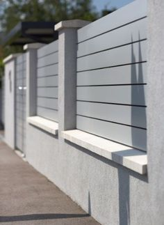 4 Connected Cool Tips: Modern Fence Build Front Yard Accent Fence.Privacy Fence Quote Wooden Fence Home Depot.Wooden Fence With Gate. Easy Backyard, House Front, Painted Front Doors, Front Wall Design, Modern Fence Design, Modern Landscaping, Living Fence, Iron Front Door, Compound Wall Design