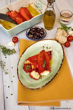 RETETE DIN BUCATARIA GRECEASCA | Diva in bucatarie Cookie Recipes, Dessert Recipes, Deli Food, Vegetarian Recipes, Healthy Recipes, Romanian Food, Caprese Salad, Good Food, Food And Drink