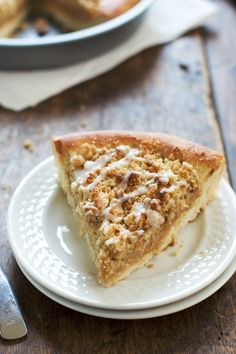 Deep Dish Cinnamon Streusel Dessert Pizza - Pinch of Yum