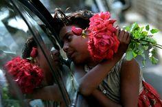 """On estime que 168 millions d'enfants travaillent actuellement dans le monde (source). Même si c'est moitié moins qu'en 2000, c'est encore beaucoup trop. Certains d'entre eux réalisent des travaux particulièrement dangereux sans la moindre protection légale. Un photographe du Bangladesh va se pencher sur cette réalité qui frappe son pays.  """"Pour abolir le travail des enfants, vous devez le rendre visible."""", c'est l'adage de GMB Akash, un photographe bangla..."""