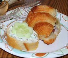 Adorable, easy and delicious sandwiches for a perfect tea party.  Great tips for a shabby chic bridal shower tea party.