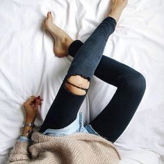 Black washed denim jeans from and super warm jumper Fall Winter Outfits, Autumn Winter Fashion, Winter Style, Moda Fashion, Womens Fashion, Fashion Trends, Net Fashion, Denim Fashion, High Fashion