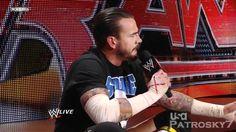 WWE Raw 2011 (Español) - CM Punk dispara contra Vince McMahon y la WWE
