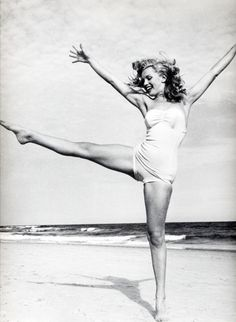 Marilyn Monroe dancing her heart out