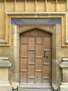 Entrada a la Biblioteca #Bodleiana en la ciudad universitaria de #Oxford (Bodleian Library)