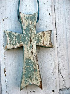 Necklaces Simple Reclaimed Wood Green Celtic Cross by woodenaht on Etsy - I made this green cross from an old piece of baseboard. It was painted green over neige. O shellacked the front and painted the edges and back green. Wooden Crosses, Crosses Decor, Wall Crosses, Cross Art, Clay Cross, Rustic Crafts, Wood Crafts, Wood Projects, Projects To Try