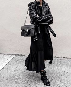 All black outfit / street style fashion / fashion week . All black outfit / street style fashion / fashion week Week , All black outfit / Street style fashion. Mode Outfits, Winter Outfits, Casual Outfits, Fashion Outfits, Fashion Tips, Fashion Ideas, Woman Outfits, Fashion Bloggers, Rock Chic Outfits